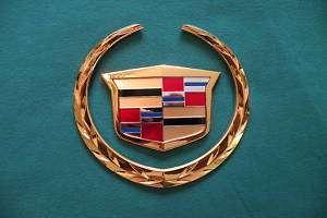 DEVILLE DTS DHS 2002 2005 GRILLE EMBLEM GOLD 24K  NEW GM GRILL EMBLEM