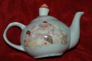 Paul Cardew Cupcakes & Cookies 2 Cup Teapot *NIB*