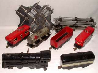 1950s MARX O SCALE TIN TRAIN SET w WIND UP LOCOMOTIVE TIN CARS & TRACK