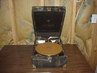 VINTAGE VICTOR THE TALKING MACHINE PORTABLE CRANK VICTROLA PHONOGRAPH