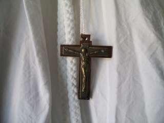 AUBE DE COMMUNION Fille avec croix et cordelière